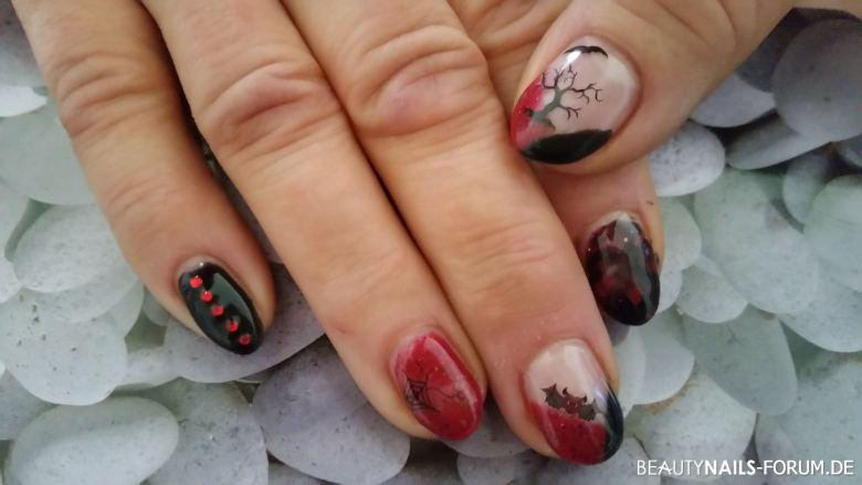 Halloween Nailart Muster Fingernägel rot / schwarz