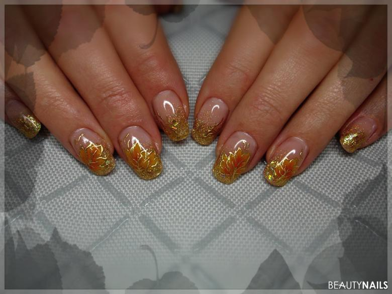Herbstnägel mit Gold und Glitzer