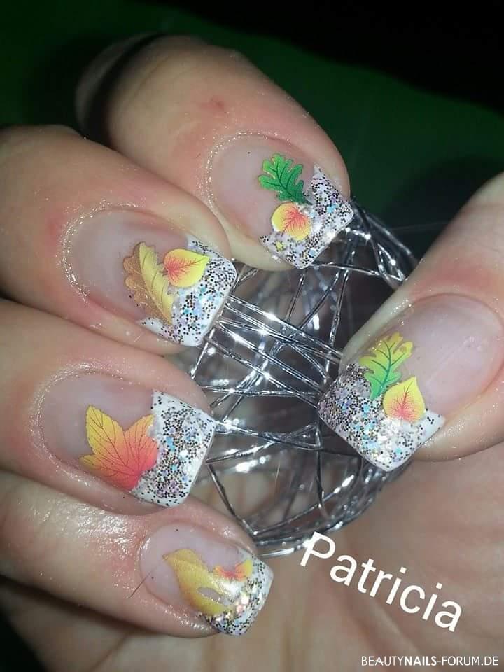 Herbstnagel Weiss Mit Blatt Tattoos Herbst