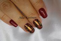 Rot mit Meerjungfrau Pigment und Schmucknägeln Herbst-Nägel
