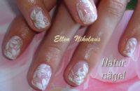Acrylfarben auf Fingernägeln Hochzeitsnägel