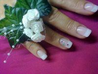 Acrylnägel in weiß French Hochzeitsnägel