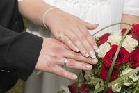 french weiß mit liquid stone Hochzeitsnägel
