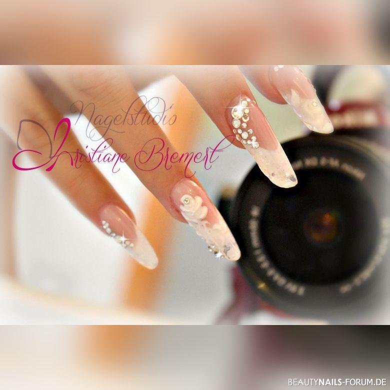 Hochzeitsnägel sehr schönes Design Hochzeitsnägel weiss - Mit 3D Gel Rose und viel Bling bling Nailart