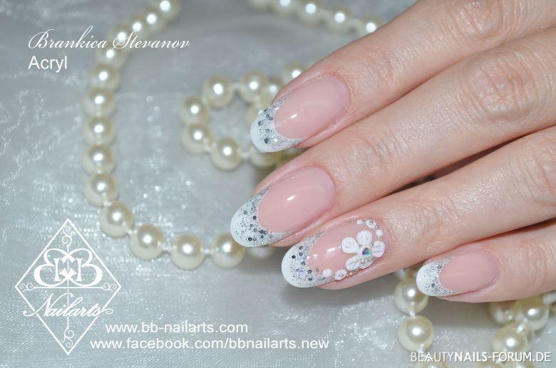 Zauberhafte Nagel Fur Hochzeit Mit Glitzer Und Blume Hochzeit