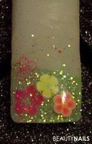 Blumenwiese Mustertips - Glitter, Stamping, Fimo Nailart