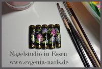 Handmalerei mit Acrylfarben & Goldsticker Mustertips