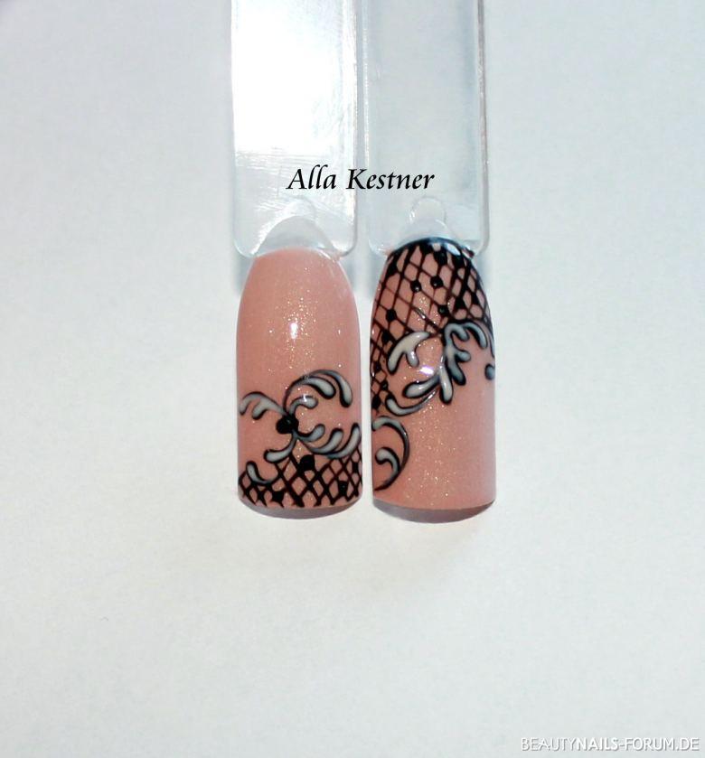 nude Nägel mit schwarzem Netz und Schnörkel Mustertips