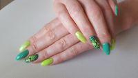 Außergewöhnliches Nageldesign Drachenauge in Neon Grün Nageldesign