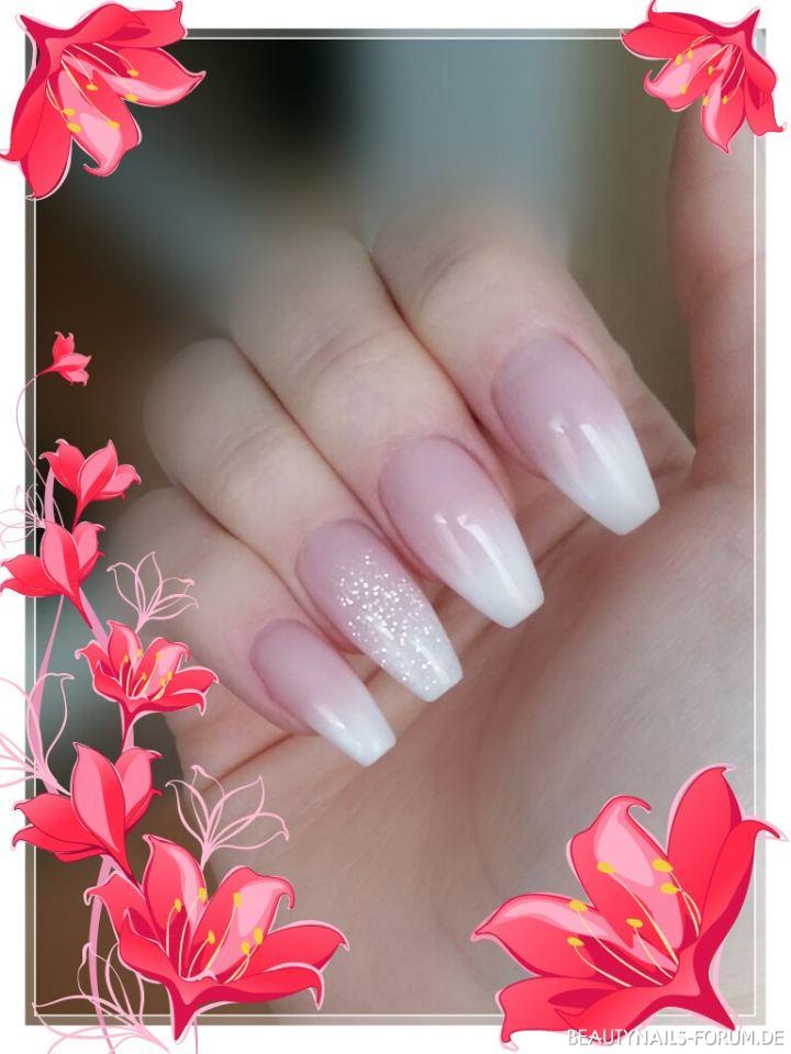 Babyboomer in Ballerina Form dezent Nageldesign