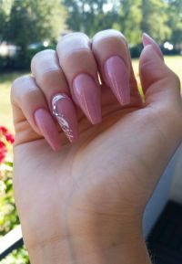 Ballarina nails in Darkrosé und glitzer Nageldesign