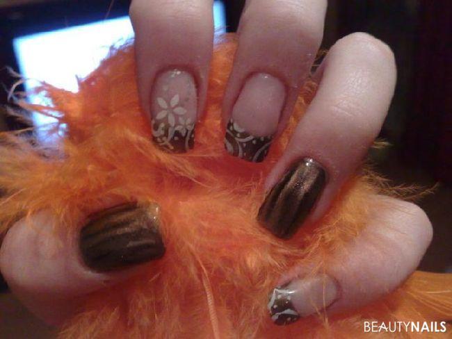 herbstliche Fingernägel mit Naildesign