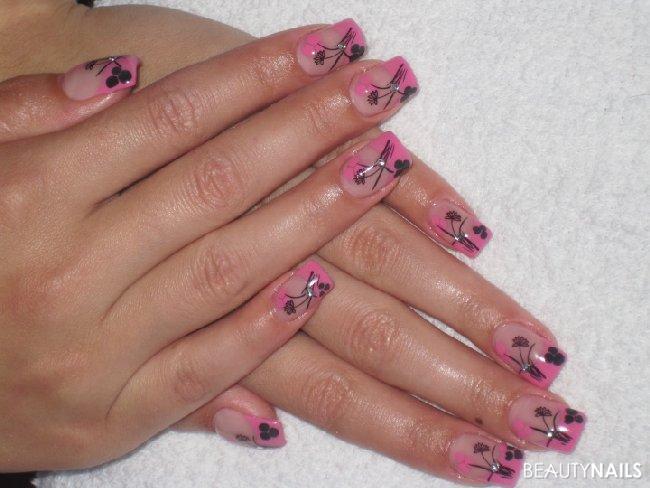 black & pink Nageldesign