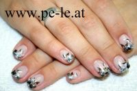 black & white flower Nageldesign