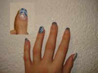 Blau mit Pinselmalerei Nageldesign