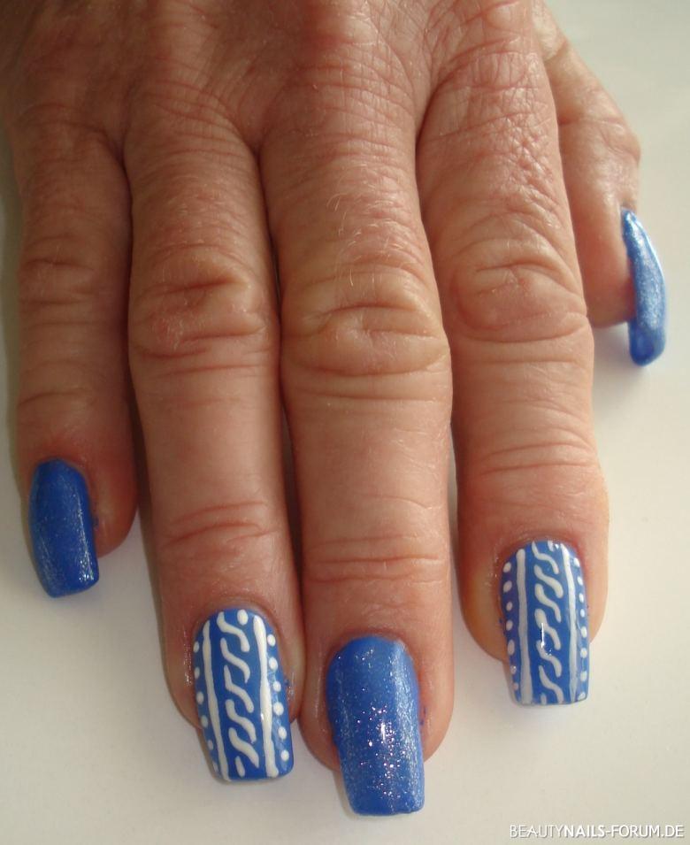 Blau / Weiss - Gemaltes Design Nageldesign