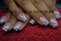 blumiges french Nageldesign