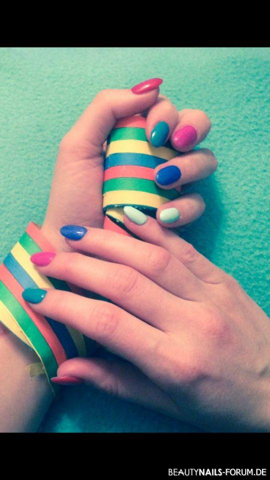 Bunte Faschingsnagel Nageldesign