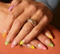 Buntes French-Design in frischen Neon-Farben Nageldesign