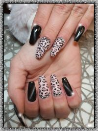 Cat Eye black und Leo-Design Nageldesign