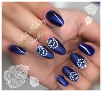 Cat's eye mit Stamping in Dunkelblau Nageldesign