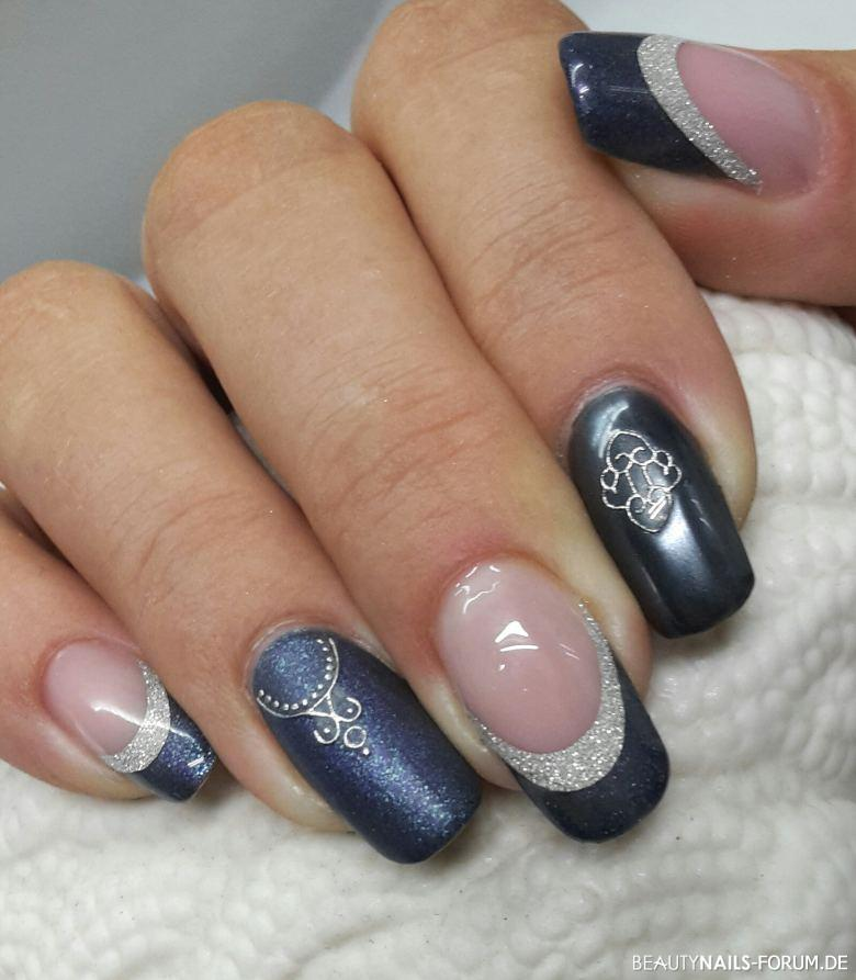 Chrome matt mit sticker in blau silber nageldesign for Nageldesign matt