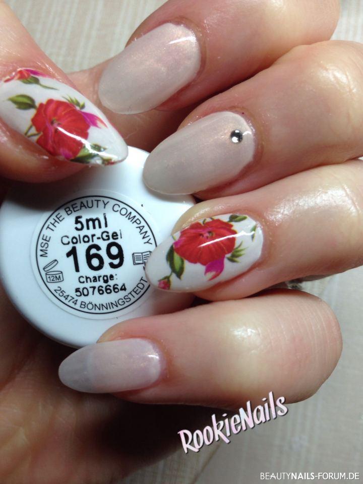 Dezentes Nageldesign Mit Wrap Blumenmotiv Nageldesign