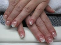 einfaches French mit Sticker Nageldesign