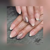 elegante Babyboomer light mit Glitzernagel Nageldesign