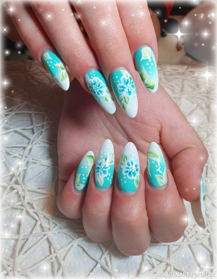 Farbverlauf neon Mint mit Blumen Malerei Nageldesign