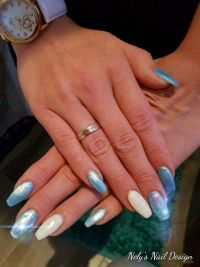 Fench Gel soft White mit Perlmutt Blau Glitzer Nageldesign
