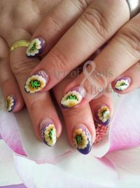 freaky flowers Nageldesign