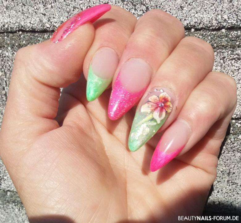 French bunt Nageldesign