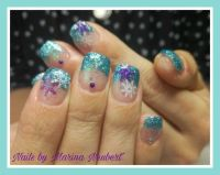 French Glitter Blue mit lila Stamping Nageldesign