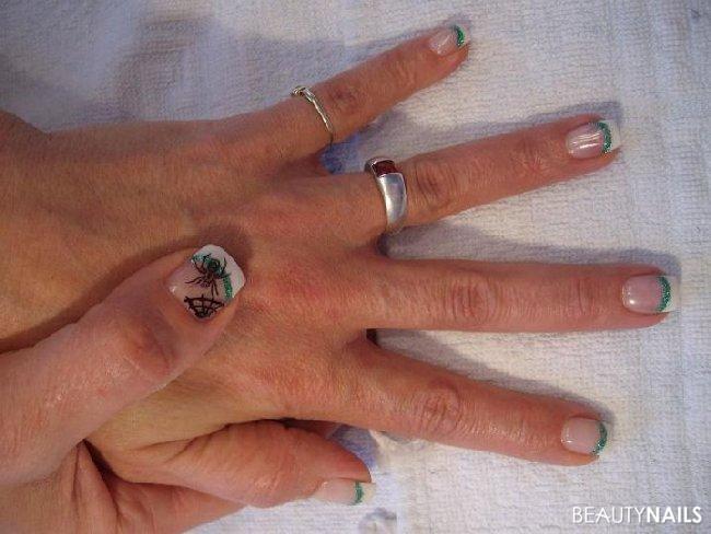 French+Glittergrün+Stamping Nageldesign