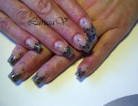 French-grau und pinselmalerei Nageldesign