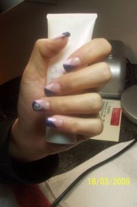 French in Denim Blue/Rosa in V form Nageldesign