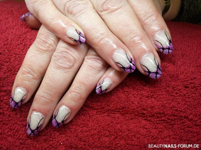 French lila mit schwarzer Malerei Nageldesign