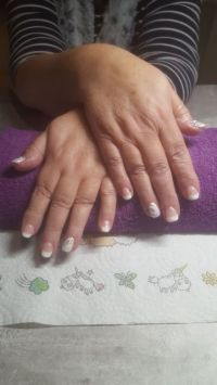 French Nägel in weiss und icy White Nageldesign