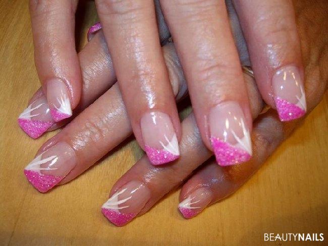 French spitz mit pinker Glitzerecke Nageldesign