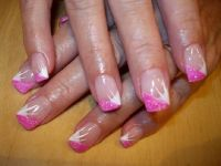 French spitz mit pinker Glitzerecke Nageldesign