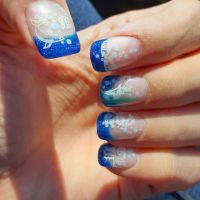 Frenchdesign in blau mit Fischen gestempelt Nageldesign