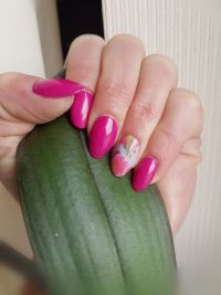 Frühlingsmandeln in frischem pink mit Pastellwrap Nageldesign
