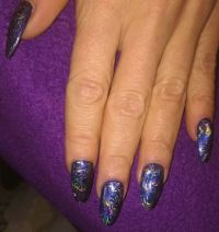 Full cover dark blue metallic mit Holofolie Nageldesign