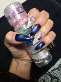 Fullcover in blau / weiß Nageldesign