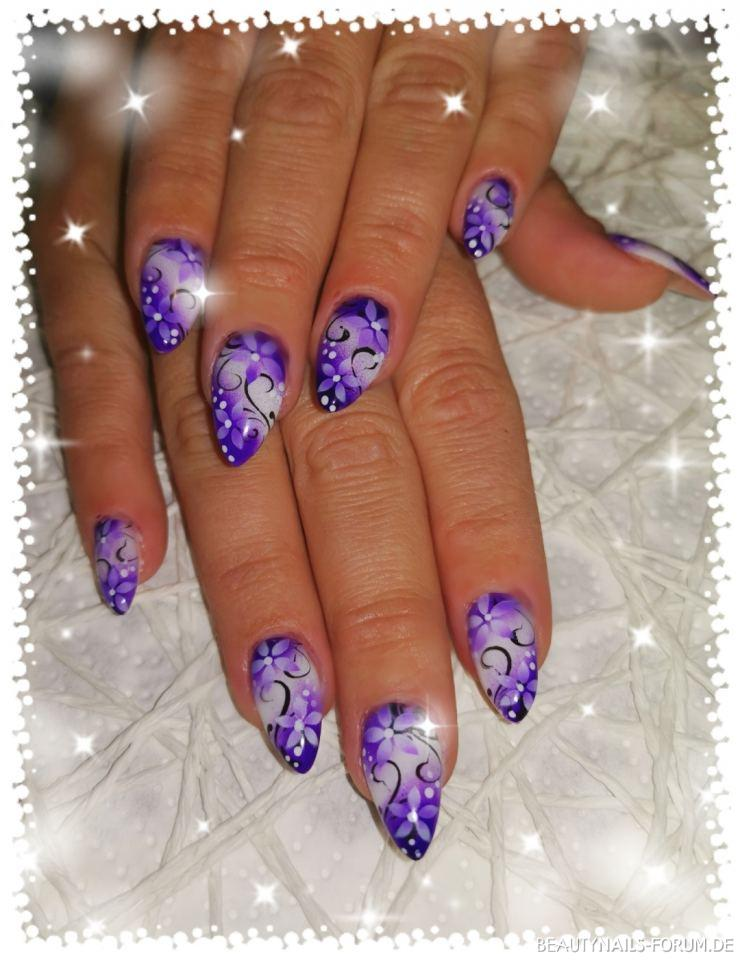 Fullcover mit Airbrush Design Blumen in lila Nageldesign