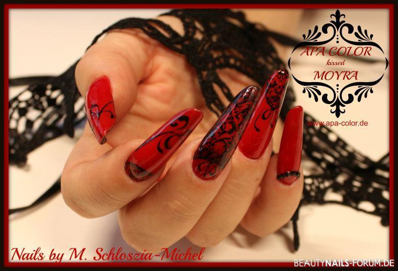 Fullcover mit Stamping & Gelmalerei in rot und schwarz Nageldesign