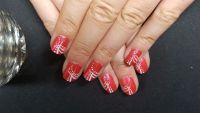 Fullcover Nageldesign in rot mit Zierstreifen Nageldesign