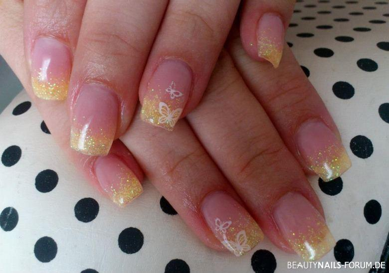 gelbes Gltizer stamping Nageldesign