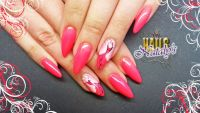 Gelmodellage Neonpink Nageldesign